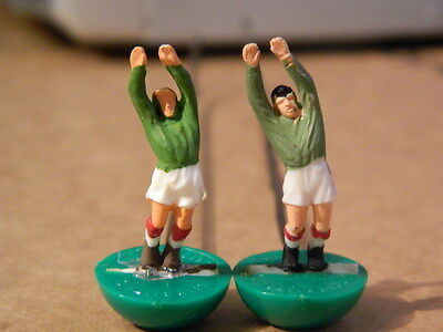 VINTAGE 1960s SUBBUTEO - FOOTBALL WIRE ROD H/W GOALKEEPERS X 2 from the 1960,s