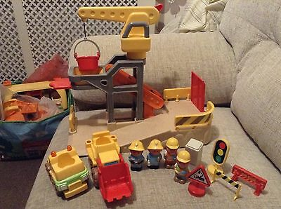 Happyland construction set with vehicles and figures