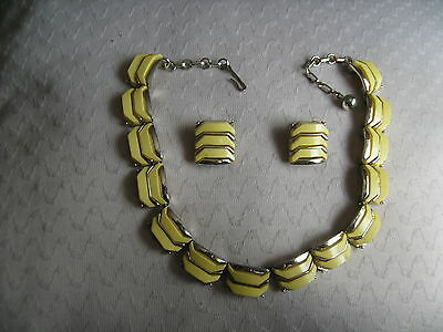 Pell Brand 1950's Vintage American Necklace And Clip-On Earrings