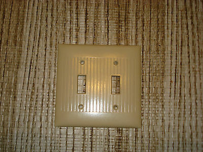 VINTAGE  SIERRA BAKELITE IVORY RIBBED Double Light Switch COVER PLATE..