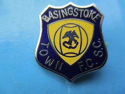 OLD..BASINGSTOKE TOWN FOOTBALL CLUB SUPPORTERS CLUB..maker FC PARRY..PIN BADGE