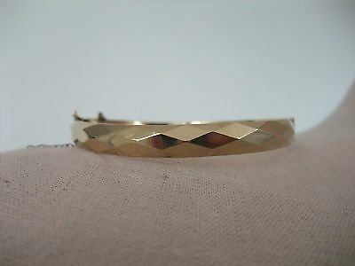 VINTAGE 9ct. GOLD FACETED BANGLE with metal core and safety chain