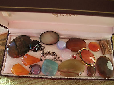 VINTAGE AGATE BROOCHES AND ASSORTED PIECES of AGATE