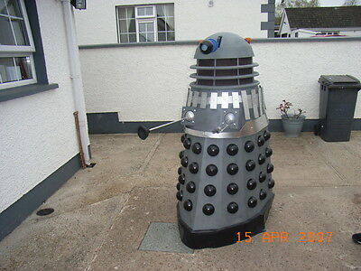 How to build your own full size Dalek. Doctor Who fans, a great winter project.