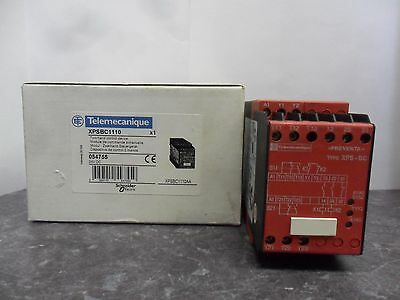 New Telemecanique XPSBC1110 054755 Two-Hand Control Device Safety Relay NIB