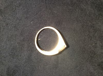 Unusual 9ct Yellow Gold Ring With clear Rectangular Stone