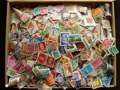 Worldwide mixture Approx 25.000 stamps. Mostly used.