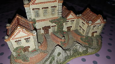 David Winter Cottages ~ ALMS HOUSES ~ MIB ~ COA ~ PERFECT ~ ISSUED 1983