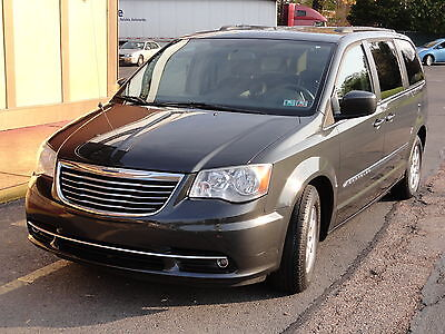 2012 Chrysler Town & Country Touring Touring Stow'N Go MyGIG DVD PremiumPckg OneOwner Bluetooth LeatherSeat CarFax