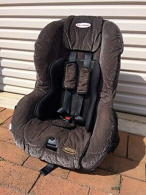 Britax Safe-n-Sound Royale child seat with insert