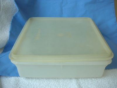 VINTAGE TUPPERWARE-  SQUARE STORE with LID for CEREAL / CAKES / MEAT