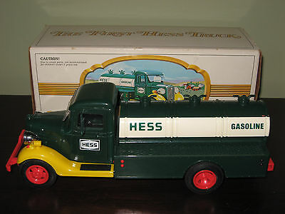 The First Hess Truck 1980 Oil Tanker Toy Red Switch Lights Original Box