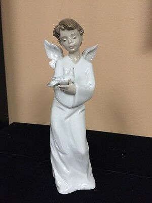 """Nao By Lladro 1261 """" Angel Who Protect Us"""""""