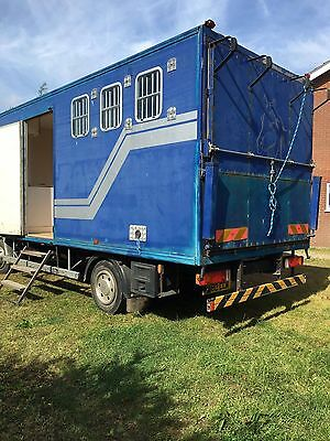 1996 Compact 7.5t leyland daf horse box with basic day living.