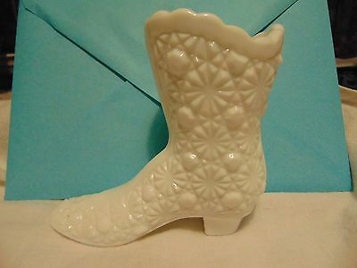 Vintage Daisy And Button Milk   Glass Boot