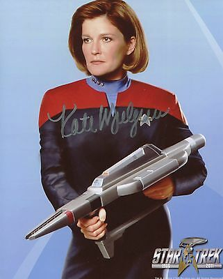 Kate Mulgrew Autographed Star Trek Voyager Cpt Janeway With FANExpo COA+Proof.