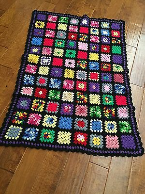 VINTAGE  GRANNY SQUARE HAND CROCHET AFGHAN THROW BLANKET KNIT RETRO 52x36 In