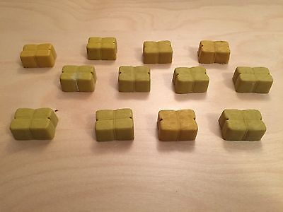 Scalextric vintage hay bales x 12 all without lugs.