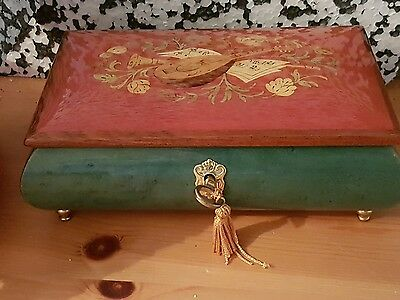 VINTAGE Romantic. Wooden Inlaid Music Jewlerey Box from Sorrentino, Italy, MINT