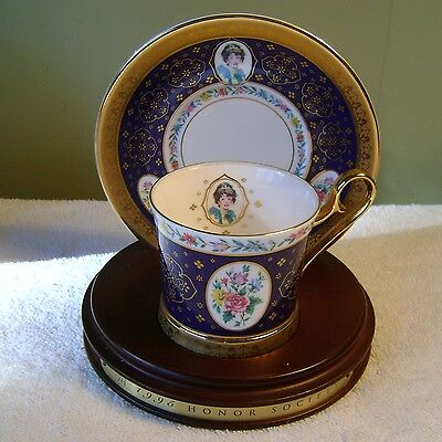 Avon Honor Society 1995 Cup & Saucer Set W/ Display Stand