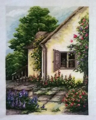"QUADRO RICAMATO A MANO ""In giardino""  PUNTO CROCE-CROSS STITCH"