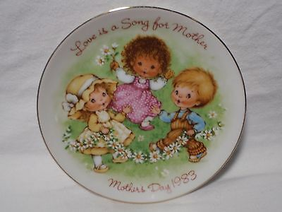 1983 Avon Love is a Song for Mother Mother's Day 5 inch Plate