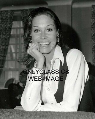 Cute Smiling Adorable Actress Mary Tyler Moore 8X10 Photo Dick Van Dyke Show