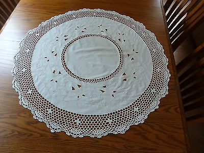 """Vintage Linen Embroidered/Crocheted Cut Work Off-White Tablecloth 33"""""""