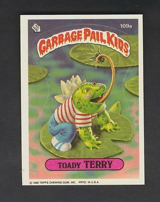 1986,TOPPS CHEWING GUM,GARBAGE PAIL KIDS,*TOADY TERRY*-*109a*