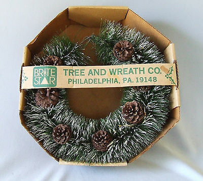 "1970s 16"" Green Bottle Brush Christmas Door Wreath Natural Pine Cones Vintage"