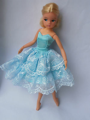 Sindy doll. Blonde 2 gen ballerina ANKLES POSE with  centre parting. Pedigree
