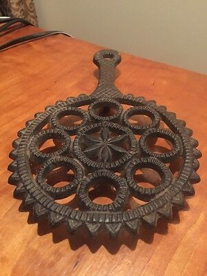 Trivet - Vintage Cast Iron ornate with handle