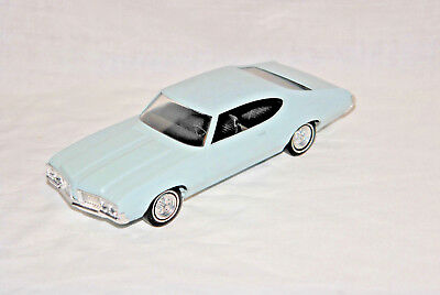 1970 Oldsmoble 4-4-2, 2 dr HT Promo, 1/25 scale plastic by Johan from USA