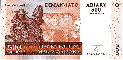 Madagascar,  500 Ariary,  2004    P 88,  Unc,  Banknote  Africa
