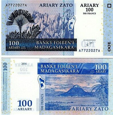 Madagascar   100 Ariary  2004    P-86,  Unc  Banknote  Africa