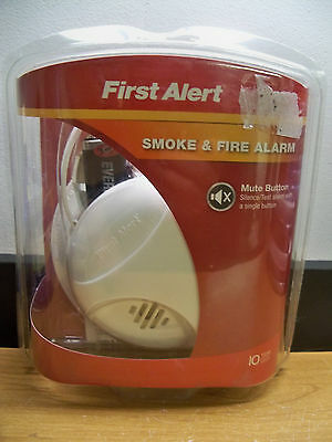 New First Alert Sa303Cn 9V Smoke & Fire Alarm W/mute Button Free 1St Cls S&h
