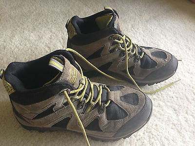 WILD COUNTRY HIKING BOOTS CHILDRENS, SMALL MENS - SIZE AUST 7 - EURO 38 Scouts