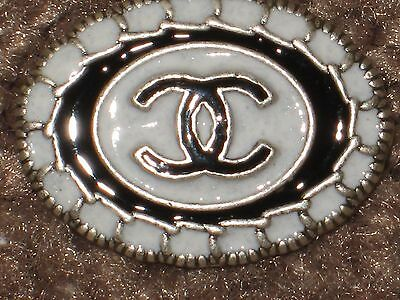CHANEL  CC LOGO FRONT AUTH WHITE BLACK BUTTON TAG 16 x 12 MM emblum NEW
