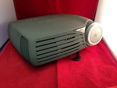 Christie DS30 DLP Projector - Remote & Case - Only 443 Hours Used