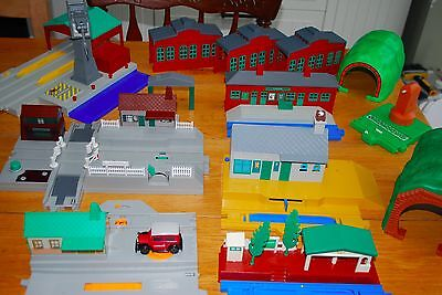 Thomas the Tank Engine HUGE station train carriages bridge road TOMY trackmaster