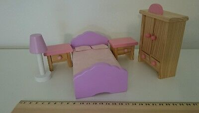 Wooden Main Bedroom Childrens Dolls House Furniture toy Bed Wardrobe lamp etc