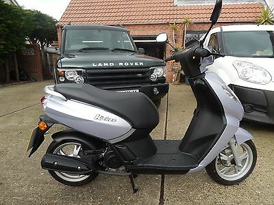 PEUGEOT KISBEE 50CC Scooter ONLY 140 MILES MINT CONDITION