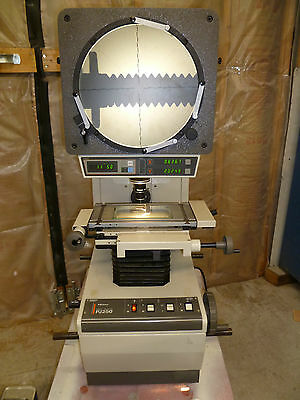 Mitutoyo Pj250 Optical Comparator With Digital Readout For Protractor And Table
