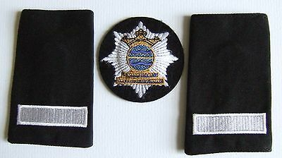 Cambridgeshire Fire & Rescue Service Leading Firemans Cloth Cap Badge & Slides