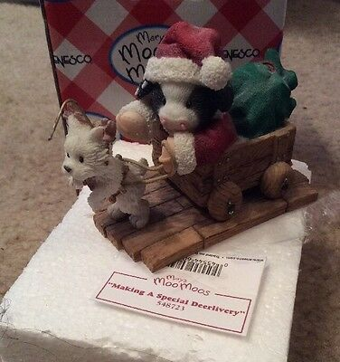 """Mary's Moo Moo """"Making a Special Deerlivery""""  Cow Figurine Christmas 1999"""