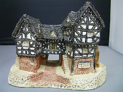 David Winter - TUDOR MANOR HOUSE - Very Rare Early Version With Banner