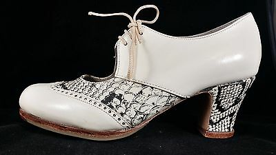 Flamenco Shoes Professionals brand new beige leather snake sizes 39 and 39.5