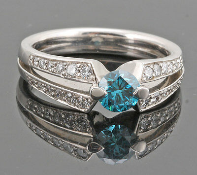 Luxury Blue Diamond Ring - 0.84ct / Bague Diamant