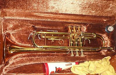 CONN 1000B Trumpet with mouthpiece in original case