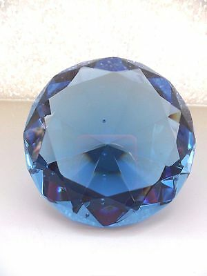 *UNIQUE LEAD CRYSTAL BLUE DIAMOND SHAPE FACETED ORNAMENT/PAPERWEIGHT* 8cms wide